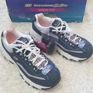 NWT Skechers Leather Wide Fit